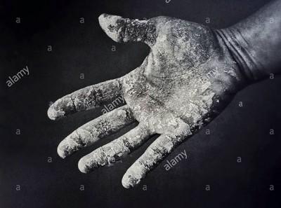 Gluten free flour on a woman hand © Queralt Sunyer