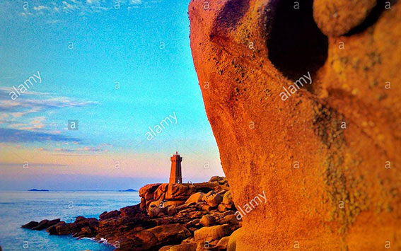 Point de Squewel and and Mean Ruz lighthouse, Men Ruz, Ploumanach, Cote de Granit Rose d'Armor, Bretagne, France, Europe stock photography
