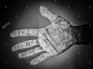 Open hand dirty with gluten free flour © Queralt Sunyer