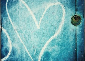 A love heart painted in chalk and a padlock in a blue door © Queralt Sunyer
