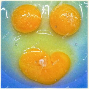 Broken egg yolks. Faces in objects © Queralt Sunyer