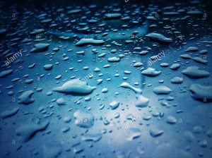 Drops if rain water on a glass © Queralt Sunyer